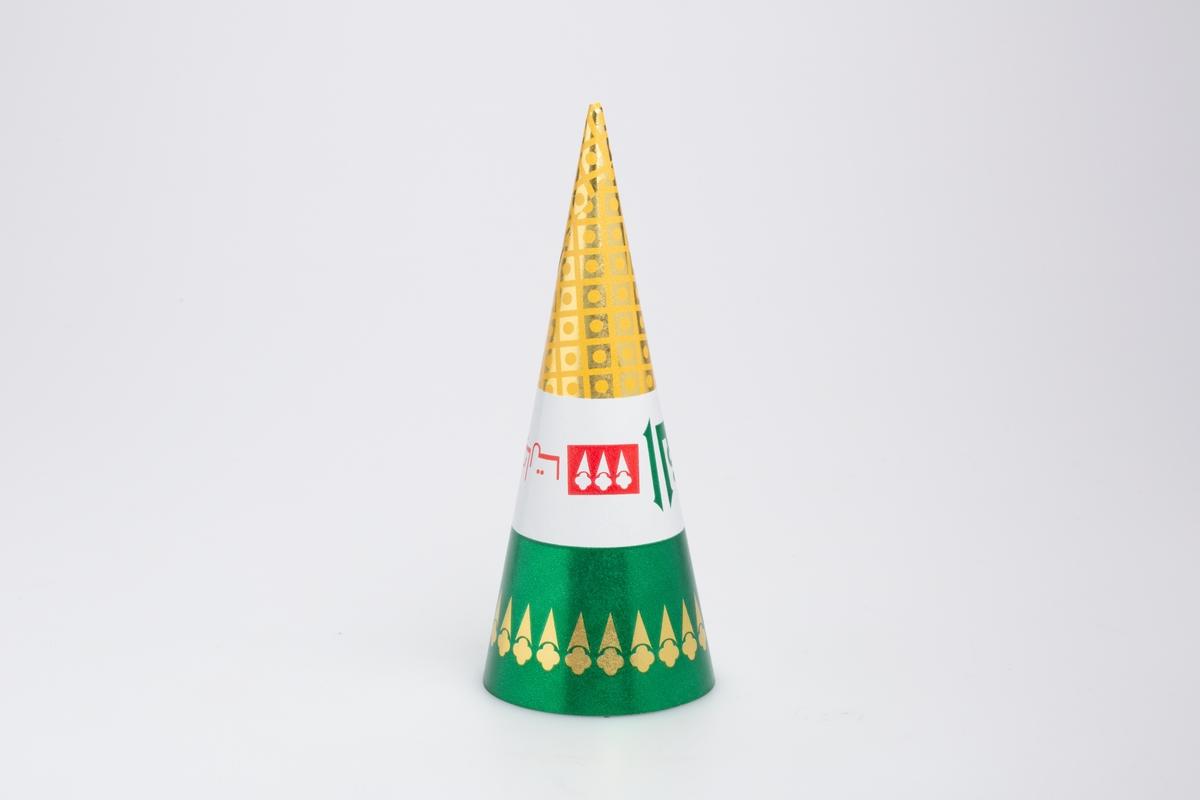 Kjegleformet iskrempapir (kremmerhus). Kremmerhuset er blankt med farger på utsiden, og matt uten farge (hvit) på innsiden. Kremmerhuset har tre fargefelt, gull med ruter nederst, hvit med rød og grønn tekst i midten og grønn med iskrem-bord i gull øverst.. Tekstene er i et annet skriftspråk.