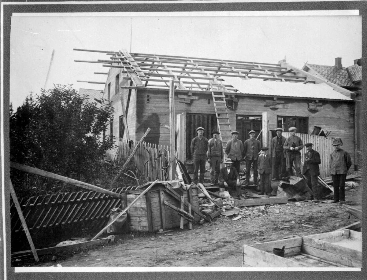 Repro: Bygging av hus (industribygg?)