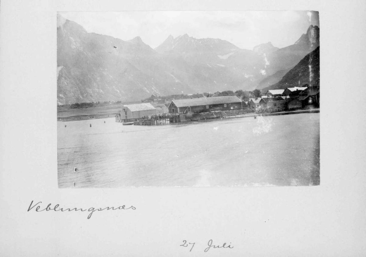 Repro: Landskapsbilde fra Åndalsnes (Veblungsnes) i Romsdalen med Vengetindene og Romsdalshorn i bakgrunnen.