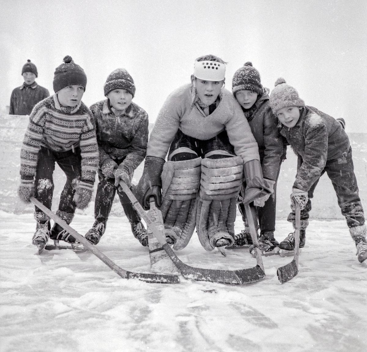 Ishockey, Storhamar. Barn med skøyter.