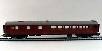 """Modell i skala 1:87 av restaurangvagn Litt R3 Nr 4413.  Förvaras i kartong märkt """"VIKINGEN""""  Modell/Fabrikat/typ: Ho"""