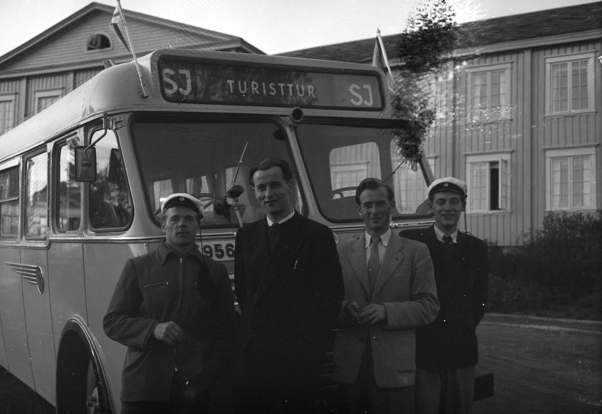 Lærerskoleelever fra Finland utenfor Singsaker Studenthjem
