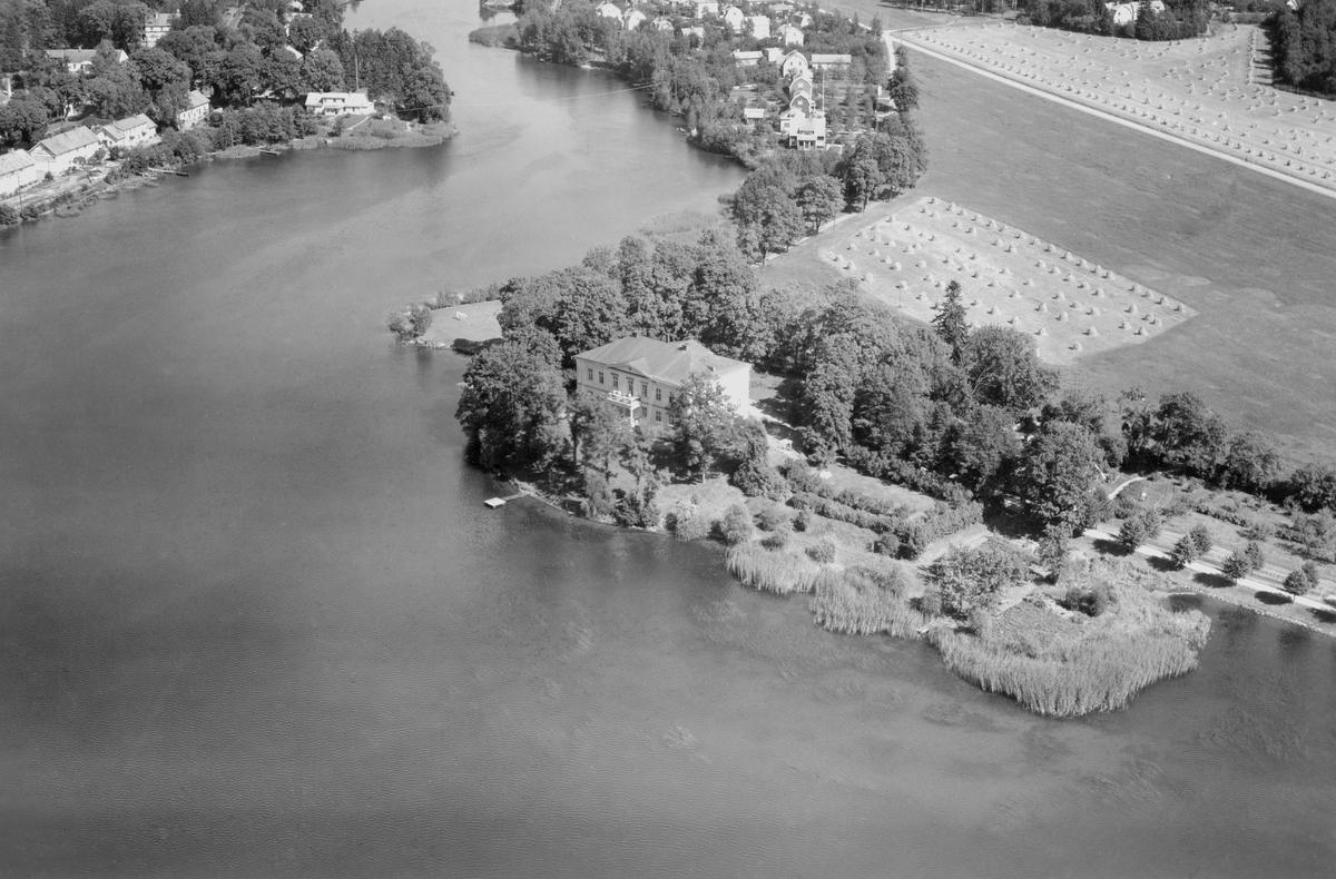 Charlottenborgs slott i Motala uppfördes i mitten av 1600-talet av greve Ludvig Wierich Lewenhaupt, och han namngav godset som en hyllning till sin maka, Charlotta zu Hohenlohe-Neuenstein und Gleichen. Trots omfattande ändringsarbeten under 1800-talet är slottet en rätt väl bevarad 1600-talsbyggnad. Sitt vattennära läge fick slottet efter regleringsarbeten av Motala ström under 1920-talet.