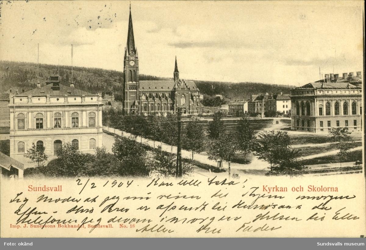 Vykort med motiv över kyrkan och skolorna i Sundsvall.