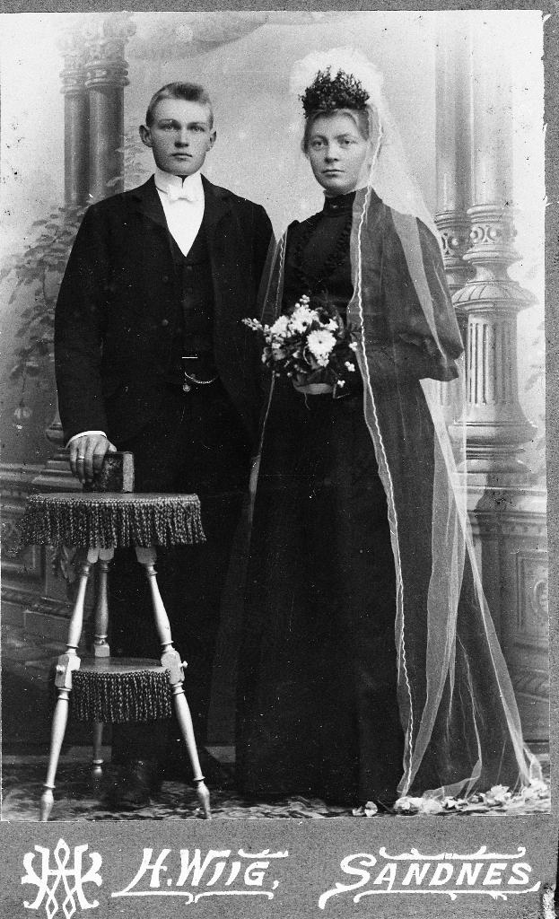 Kristian Frøyland født i Sokndal (1882 - 1927) og Karen Pauline Hansdtr. Frøyland (1884 - 1969)