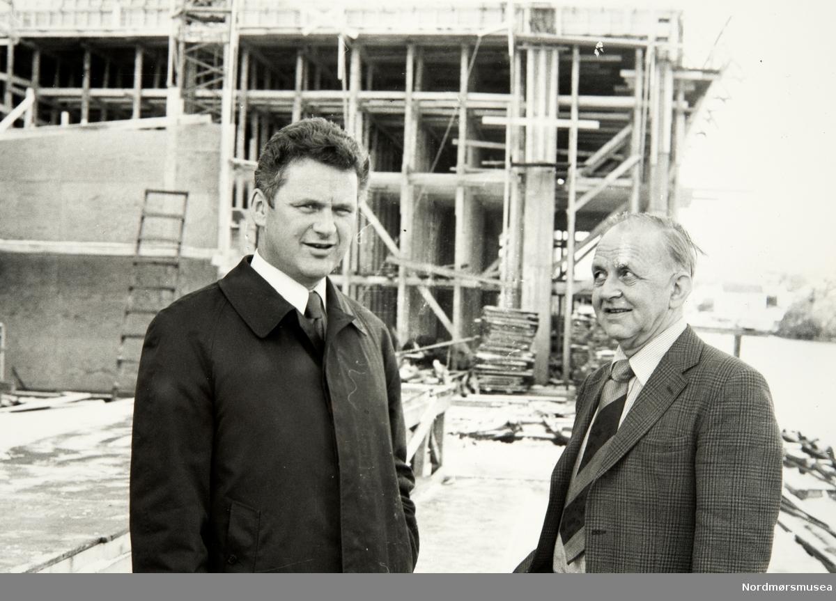 Halfdan (Dan) Loennechen Backer til venstre. -  Bildet er fra avisa Tidens Krav sitt arkiv i tidsrommet 1970-1994. Nå i Nordmøre museums fotosamling.