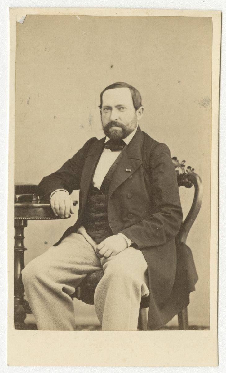 Porträtt av Carl Gustaf Rehnberg, major vid Andra livgrenadjärregementet I 5.  Se även bild AMA.0001956.