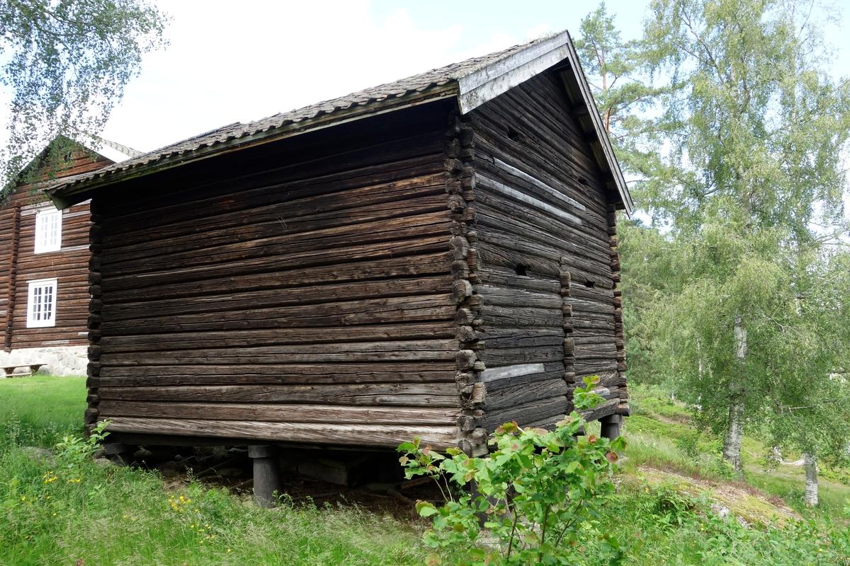Stabbur fra Karistuen Myrer, Minnesund. Flyttet i 1962.