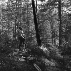 Ragnar Elfström, Viforsen, demonstrerar ett hjälpmedel vid t
