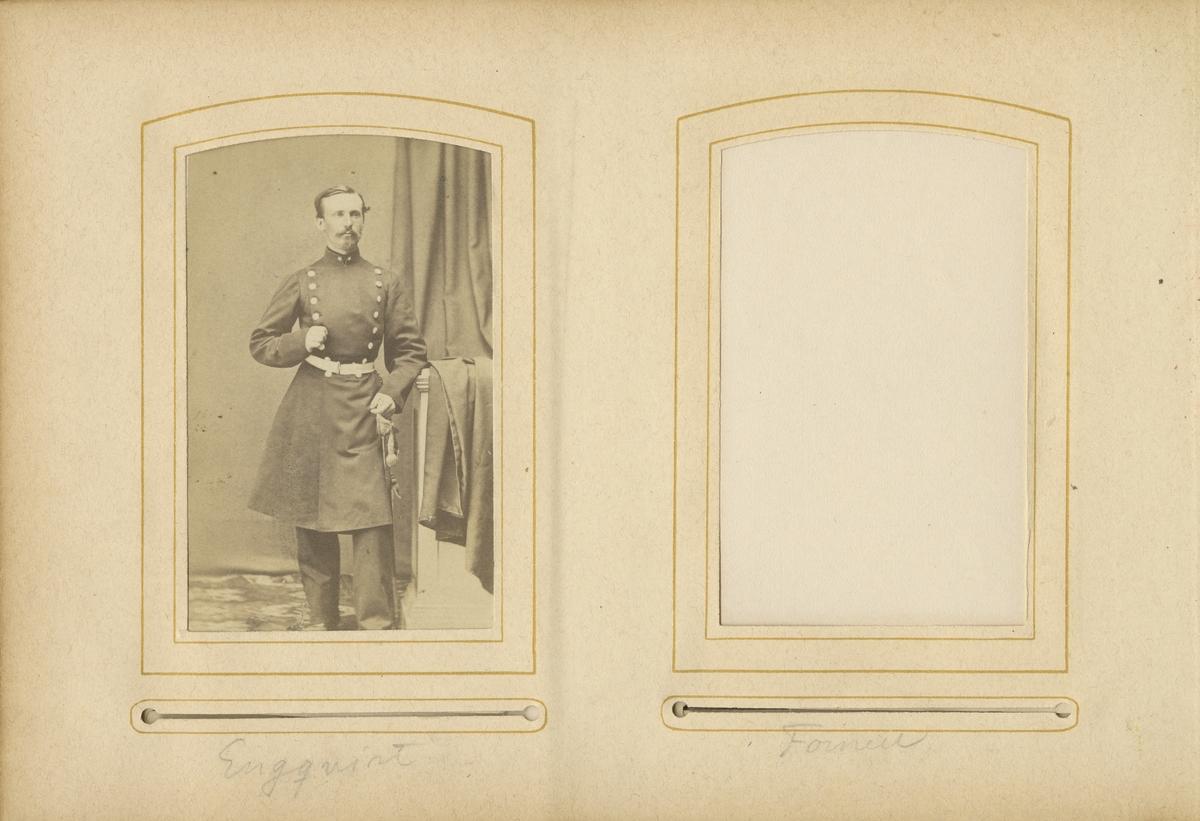 Porträtt av Constans Engqvist, underlöjtnant vid Andra livgrenadjärregementet I 5.  Se även bild AMA.0001936, AMA.0001976 och AMA.0007176.