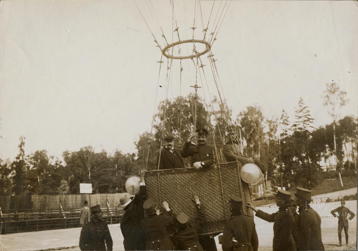 Luftballong vid Stockholms idrottspark, nuvarande Stockholm stadion.