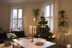 Juletre i stue. Formidling av juletradisjoner i leiligheten