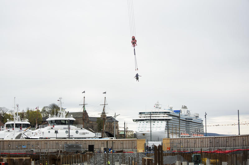 Kranballetten, 2016, Tori Wrånes, Grunnsteinsnedleggelse for det nye Nasjonalmuseet i samarbeid med Statsbygg, Photo: Trond A. Isaksen (Foto/Photo)