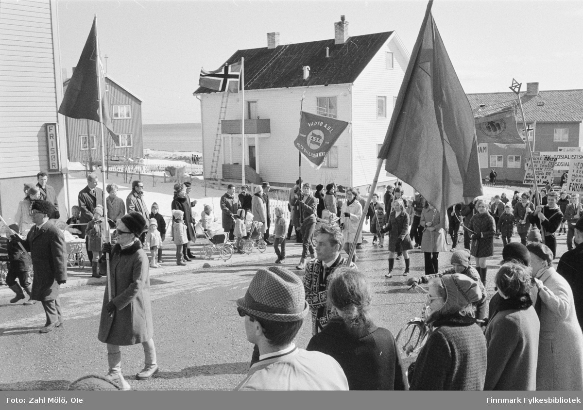 Vadsø, 17.mai 1970. 17.mai-toget.