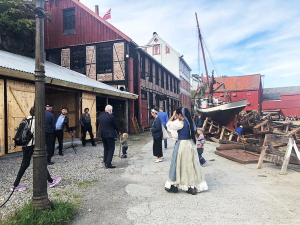 <p>Nordmøre Museum er Regionmuseum for Nordmøre med avdelinger i alle Nordmørskommunene. Museenes samlinger spenner vidt fra kyst til innland, fra fiske til jordbruk, dagligliv og fest. Til sammen viser husene og samlingene et tverrsnitt av Nordmøre slik det var fram til vår tid.</p>