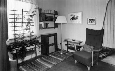 Interiør i utstillingens samtid 1950.