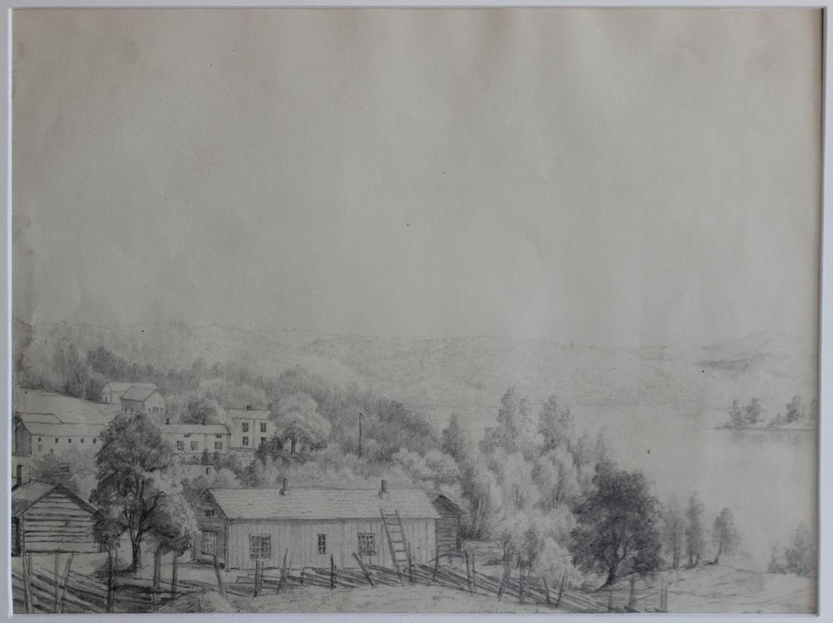 Rämen Bilden visar ett lummigt landskap med utspridda byggnader.