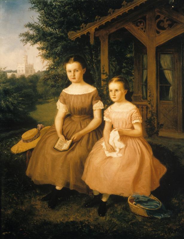To jenter foran en dukkestue. (Foto/Photo)