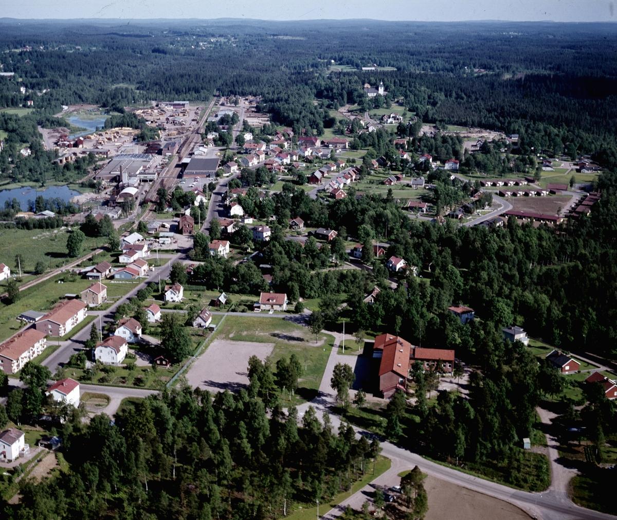 Flygfoto över Burseryd i Gislaveds kommun. Jönköpings län 350/1968