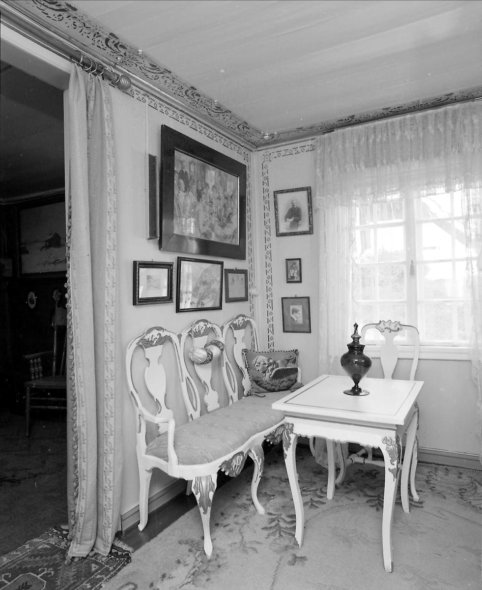 DOK:1991, Aulestad, interiør, musikkværelse, malerier, bord, vase,