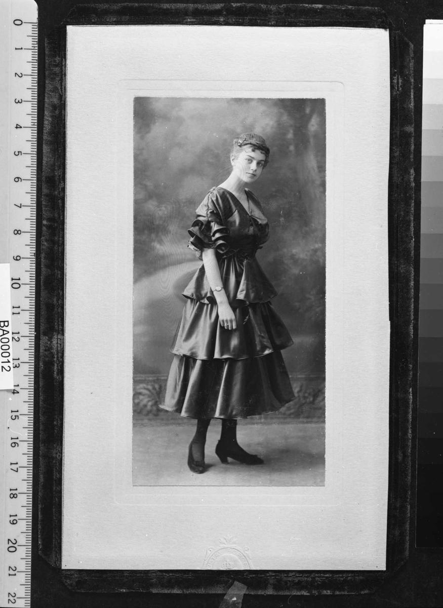Irene Ibsen, portrett,