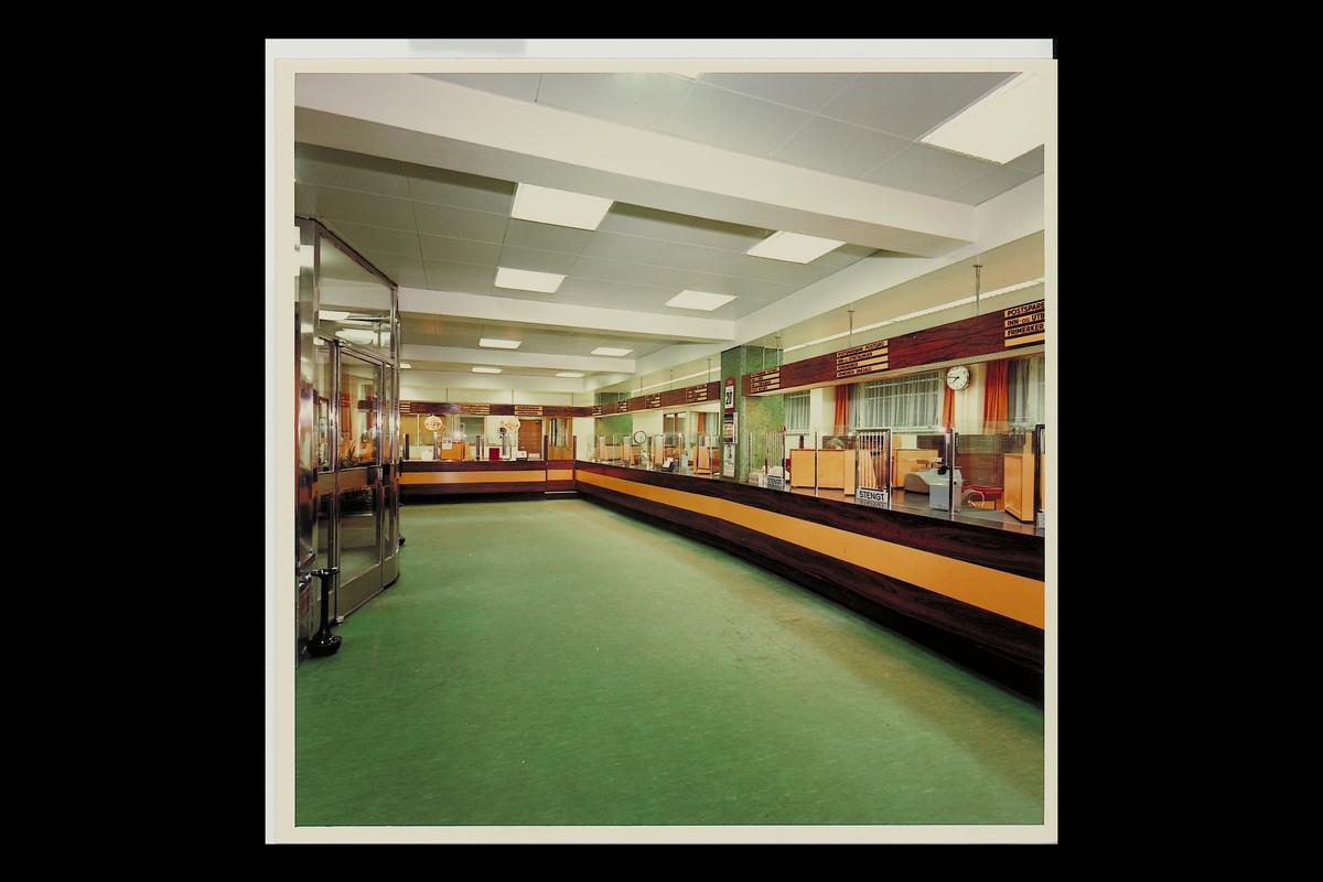interiør, postkontor, 0501 Rodeløkka, publikumshall, etter ominnredningen 1974