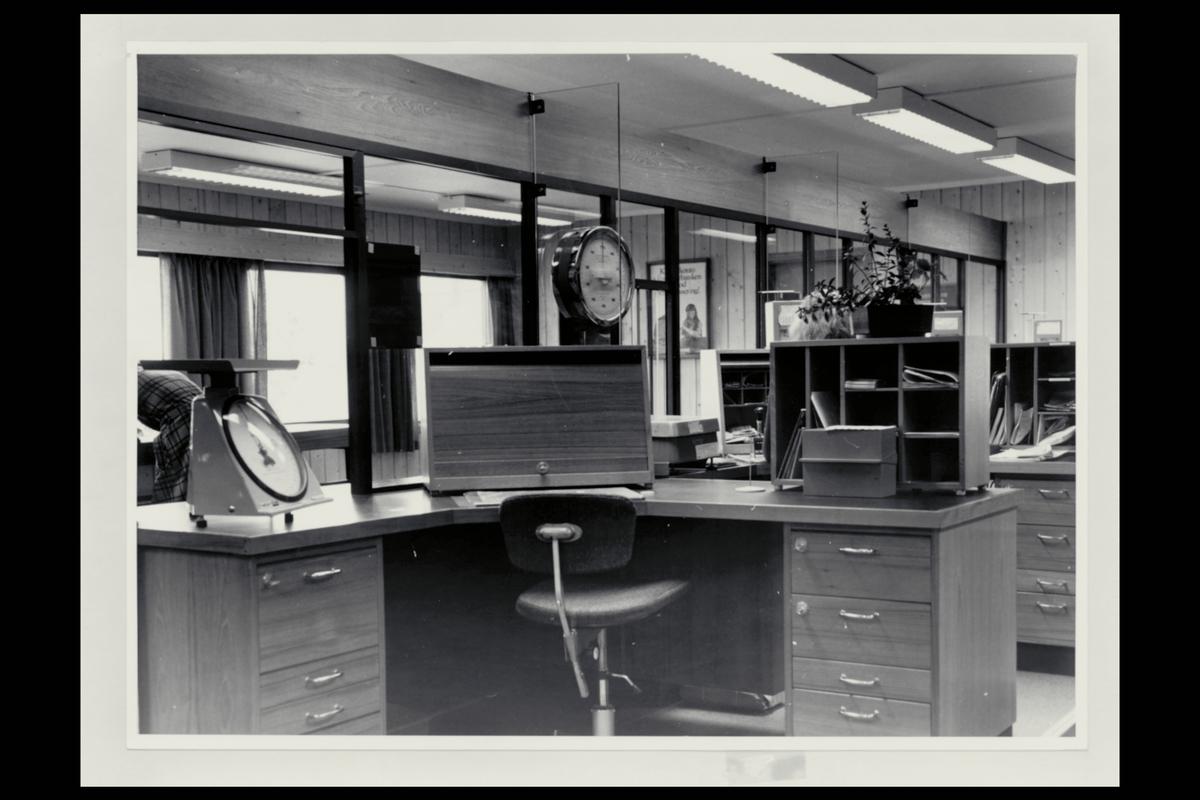 interiør, postkontor, 4950 Risør, ekspedisjon, vekt