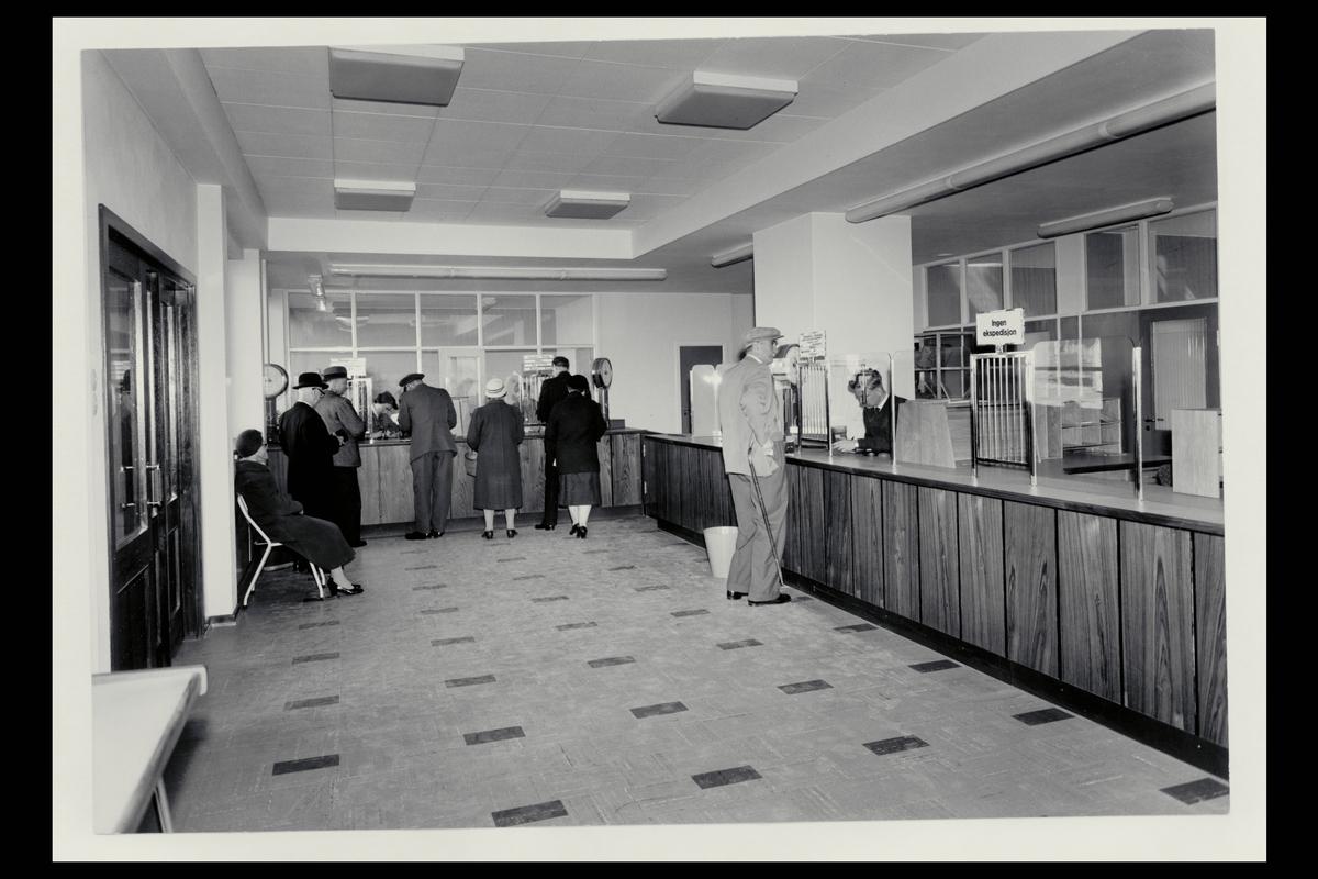 interiør, postkontor, Moløkka, publikumshall, kunder, ekspeditør