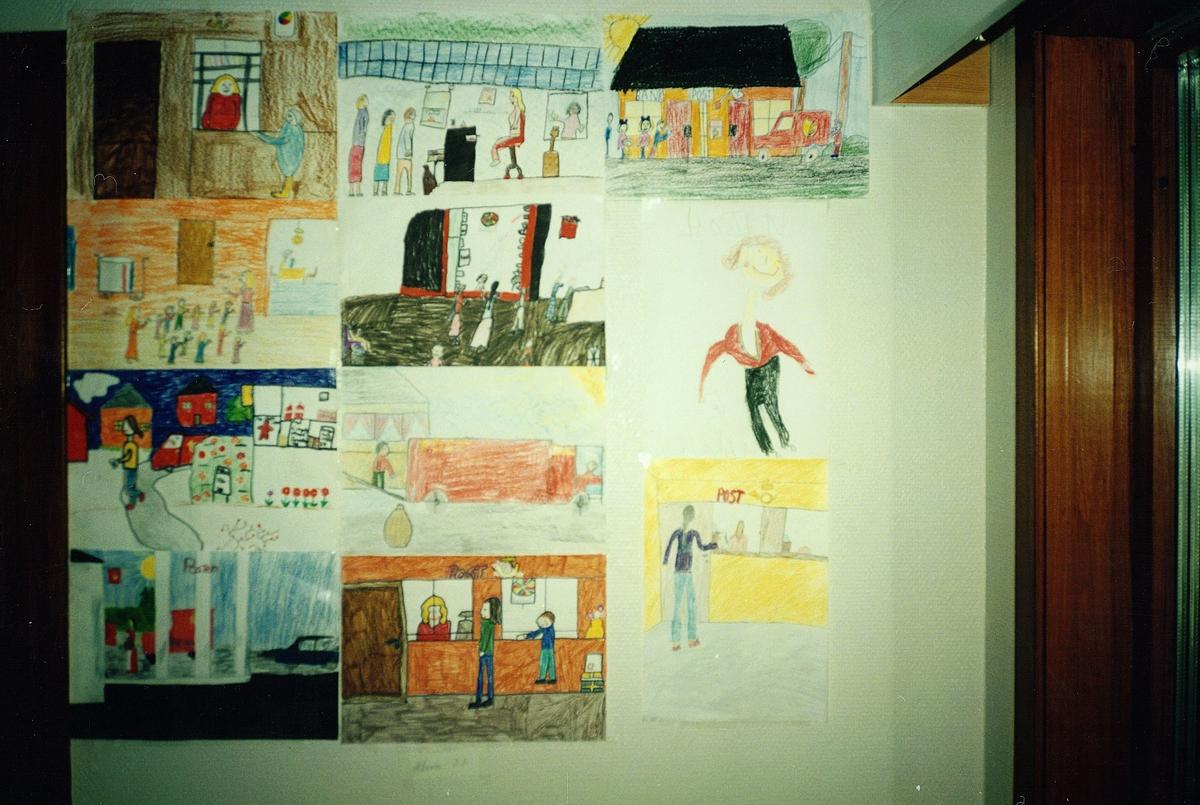 interiør, postkontor, 5212 Søfteland, fra åpningen, barnetegninger