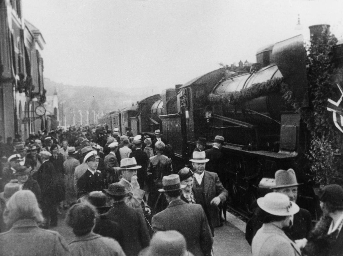 transport, tog, Kristiansand, Sørlandsbanen, mennesker