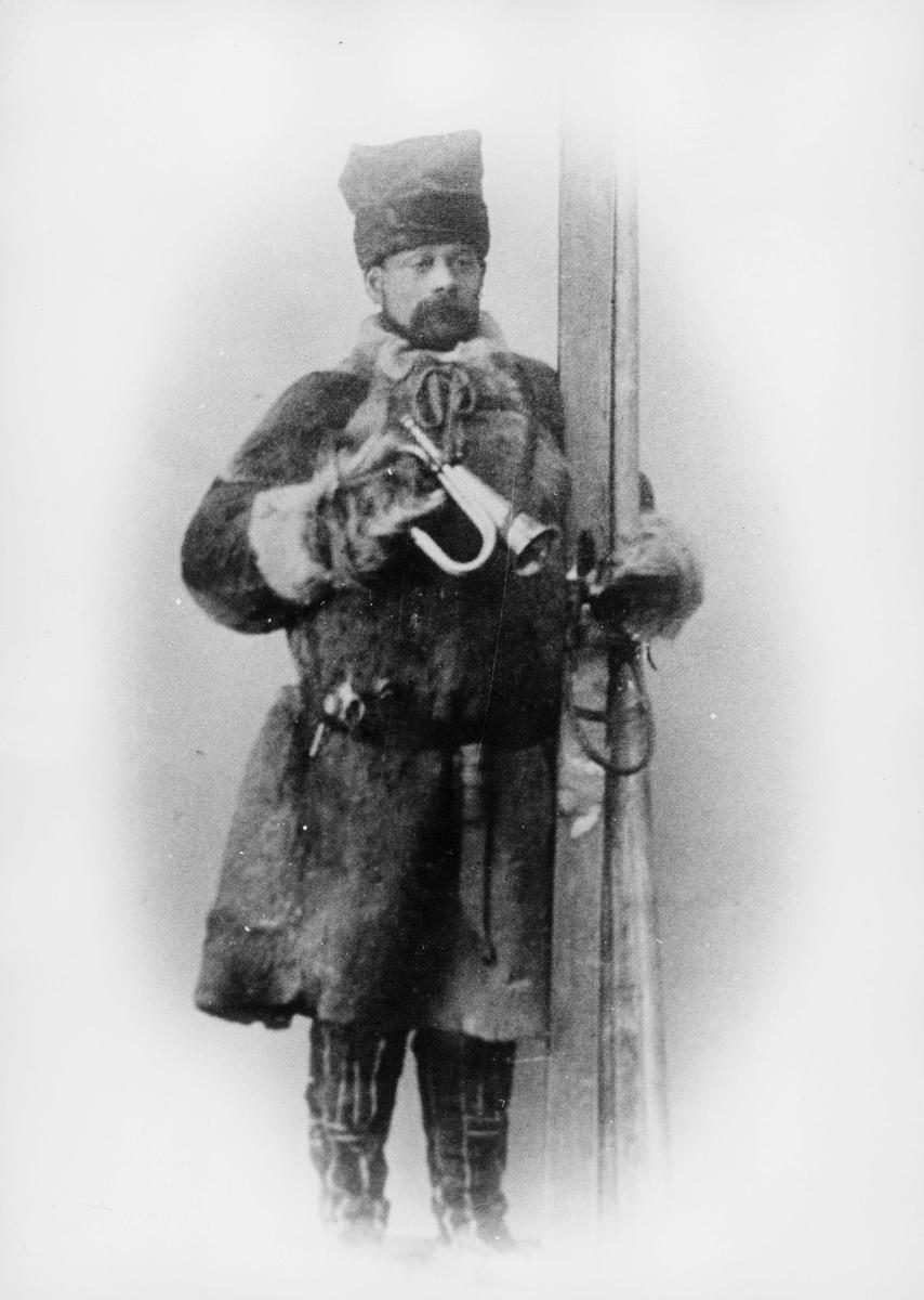 omdeling, Finnmark, postfører, posthorn, ski, mann