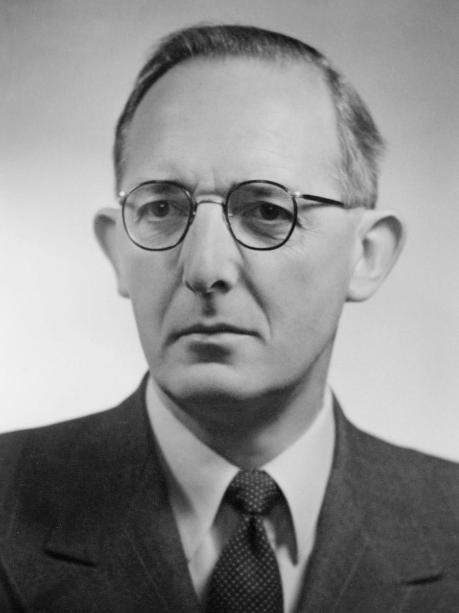 portrett, postmester, Frithjof Petrus Skauby