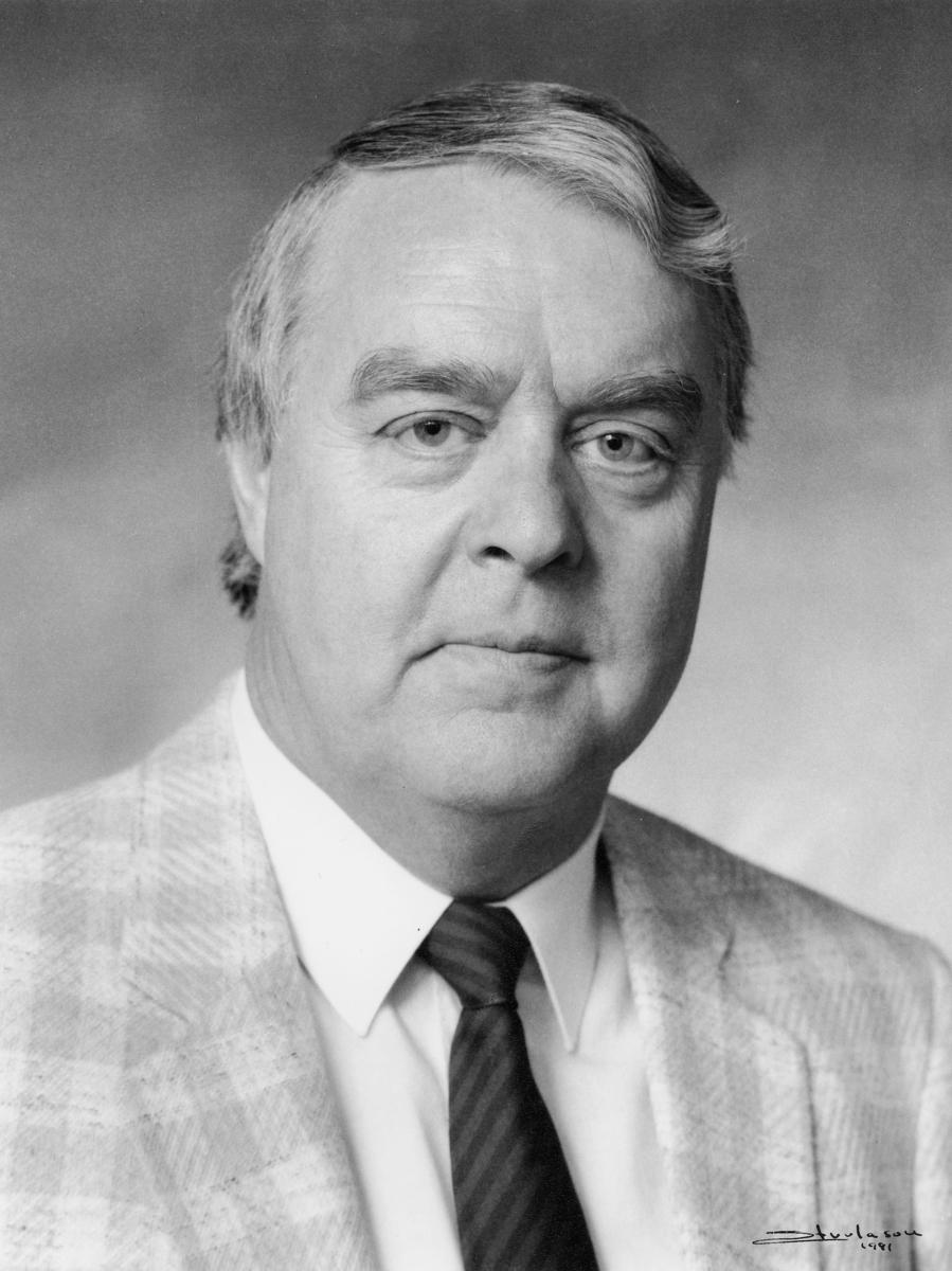 portrett, postsjef, Skjellaug John Roar