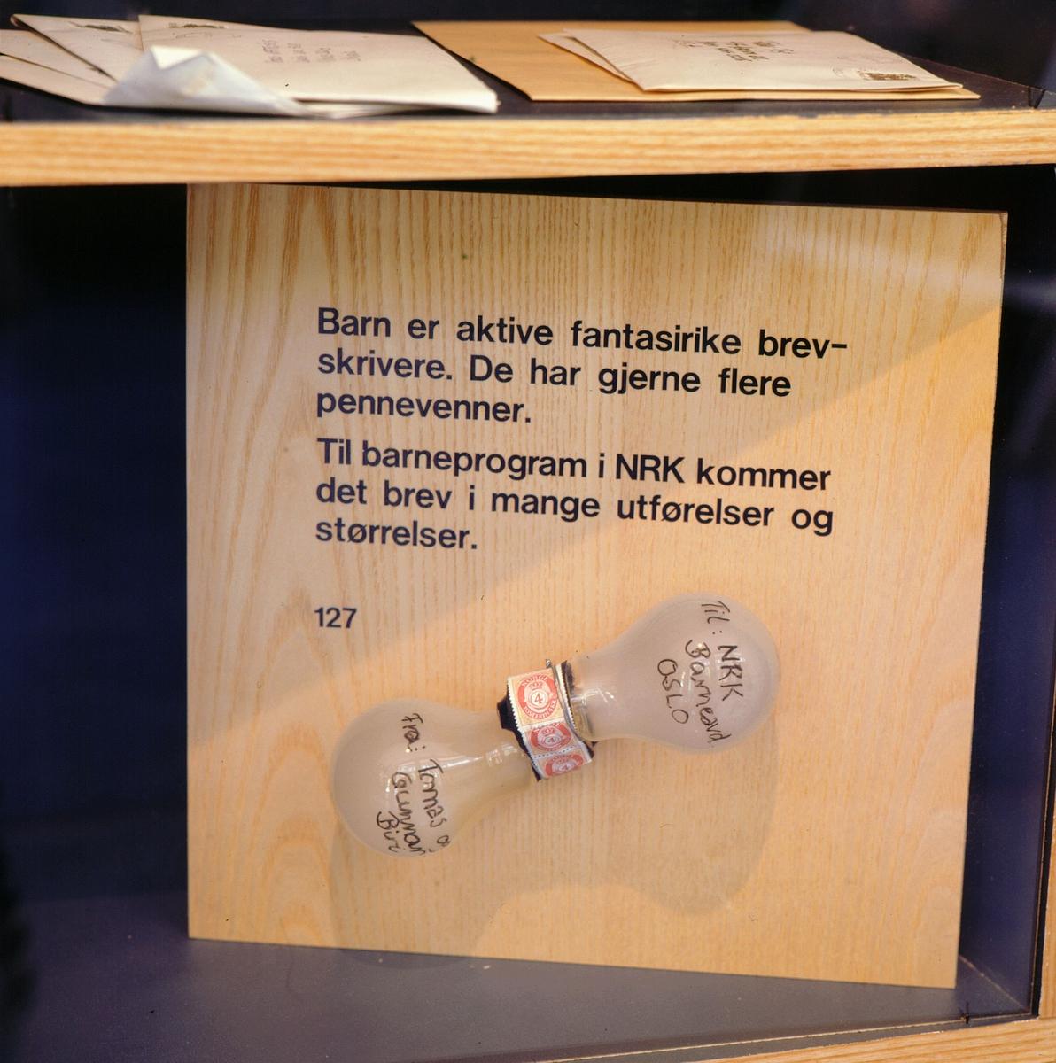 postmuseet, Kirkegata 20, utstilling, hylle, brev, lyspærer
