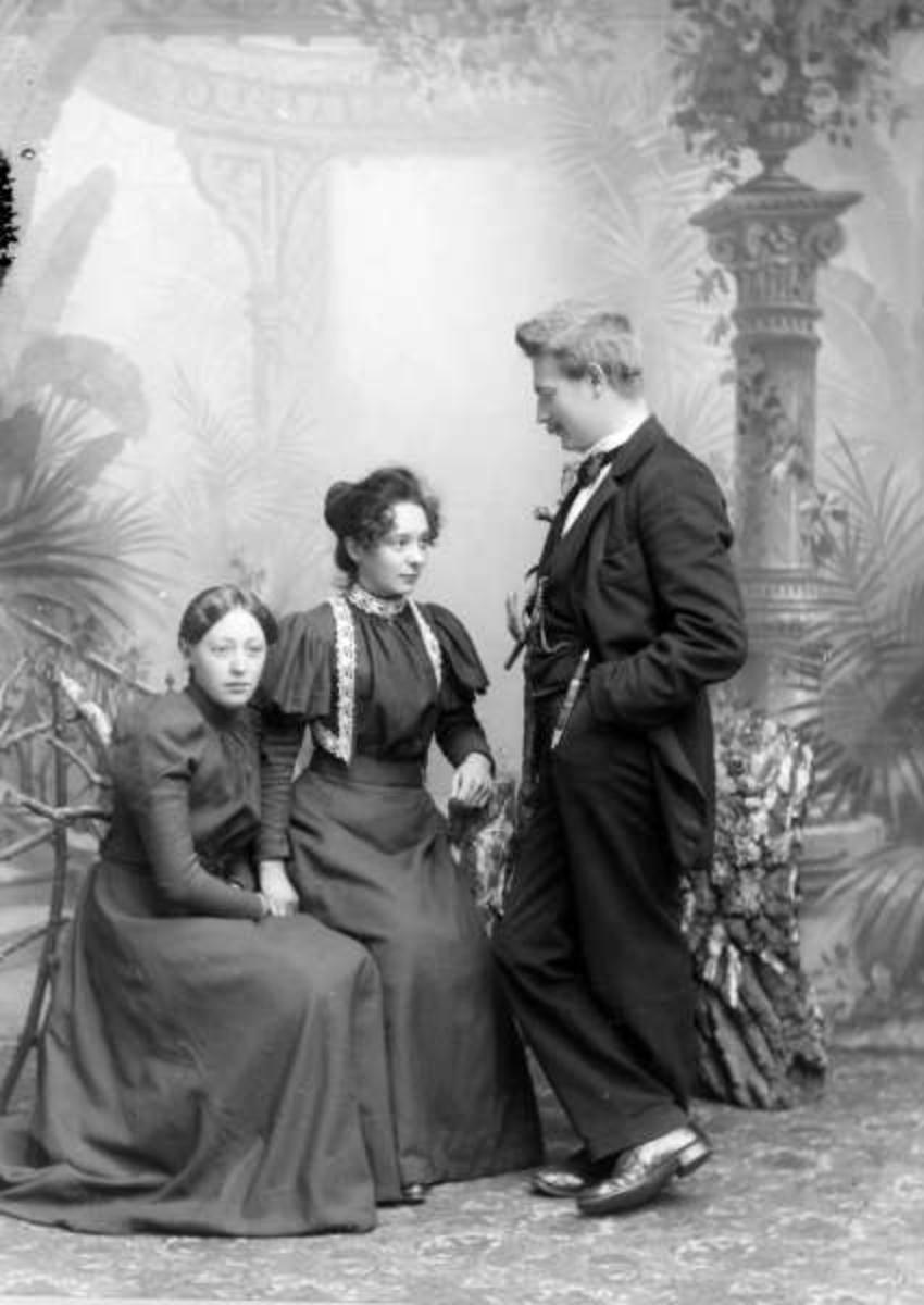 Pro.: 29.09.1898. Thorvaldsen med damer. Gruppebilde, mann, kvinner.