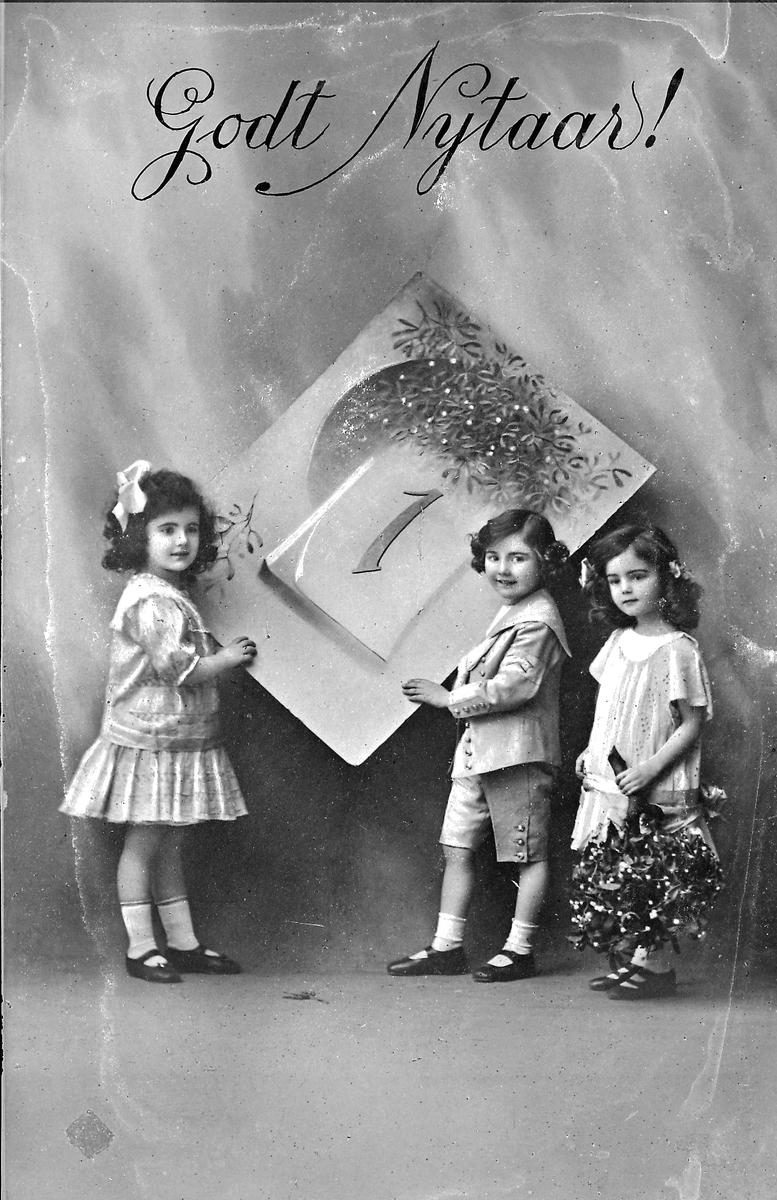 Postkort, nyttårskort, tre småbarn
