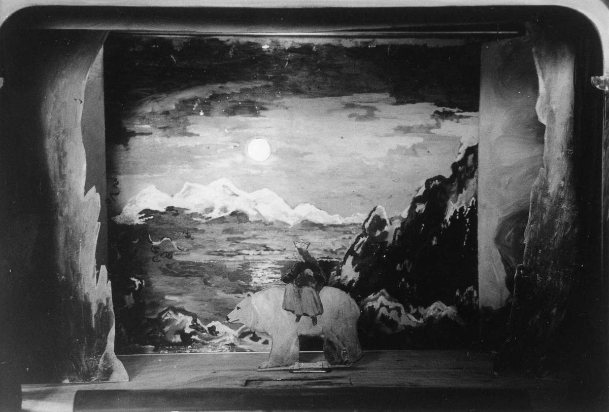"""Dukketeater, """"Østenfor sol, vestenfor måne"""","""