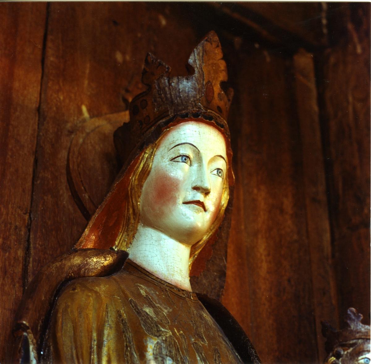 Hedalen stavkirke, madonna,