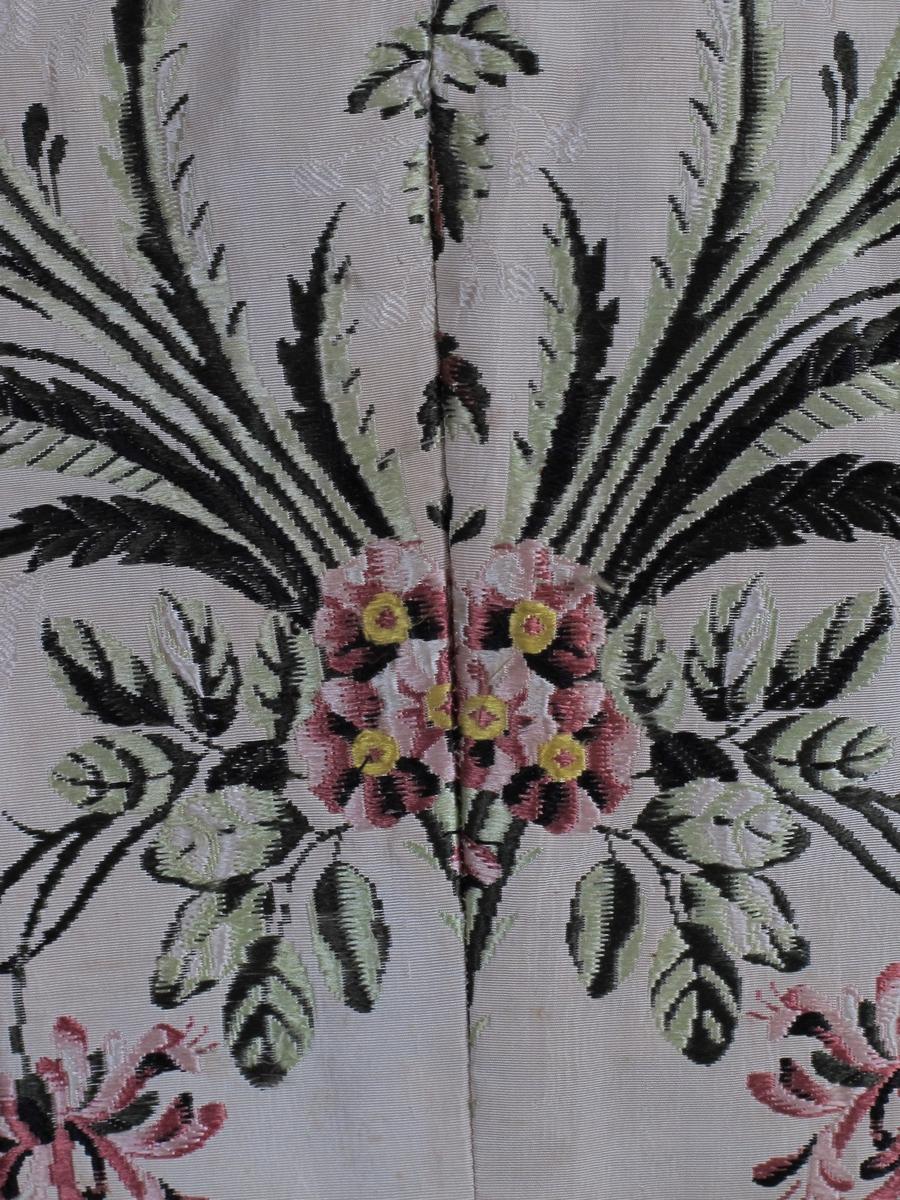 Blomstermønster/ roser, nelliker og levkøyer.