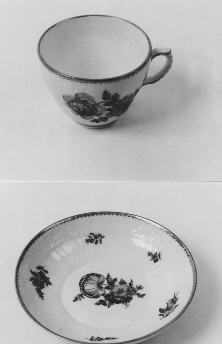 A: Kopp;  B: Skål Kopp og skål som A 00836 A-B, men dek. forskj. i detaljene.