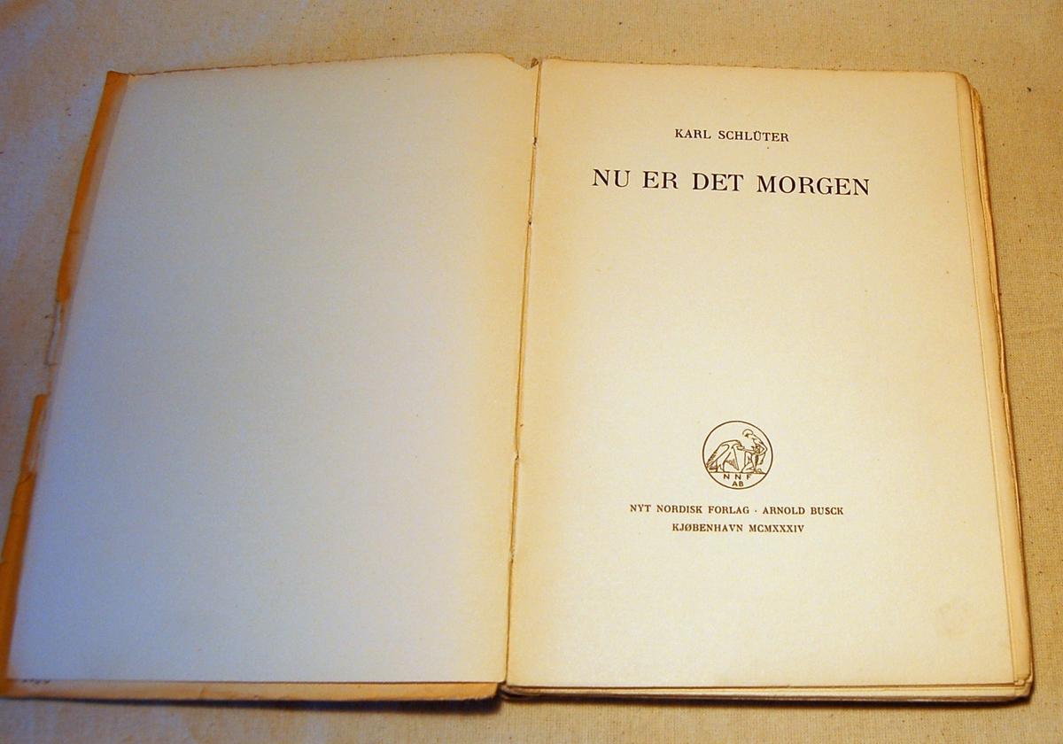 Bok med hvitt omslag