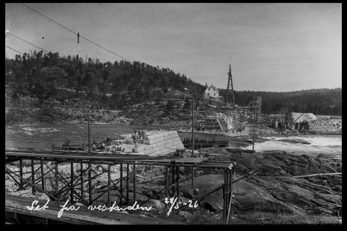 Arendal Fossekompani i begynnelsen av 1900-tallet CD merket 0468, Bilde: 68 Sted: Flaten Beskrivelse: Damanlegget sett fra vestsiden