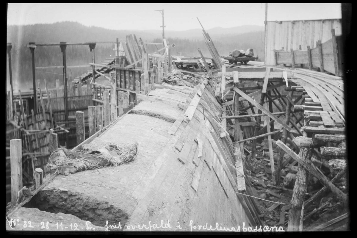 Arendal Fossekompani i begynnelsen av 1900-tallet CD merket 0470, Bilde: 25 Sted: Bøylefoss Beskrivelse: Overløp. Basseng 2