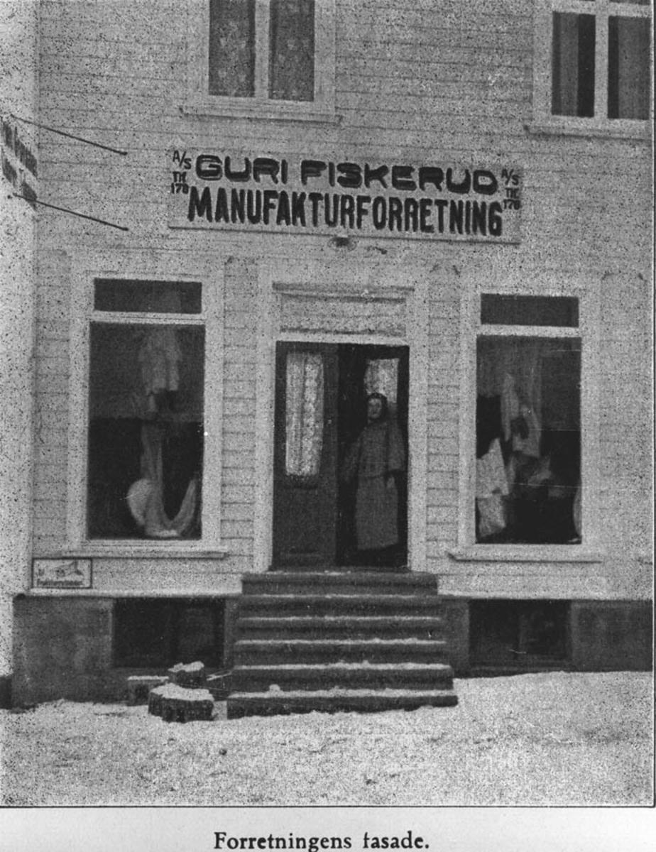 Guri Fiskerud, innehaver av Fiskerud Manifaktur. Guri Fiskerud ble født i Trøgstad 1889.