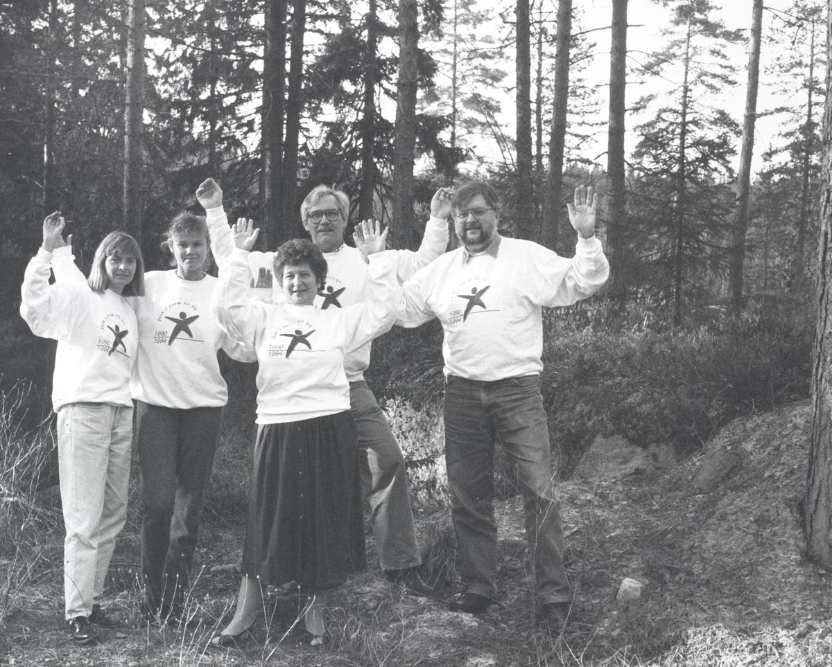 """Fem personer, """"Helefolket i form"""" skogstereng"""