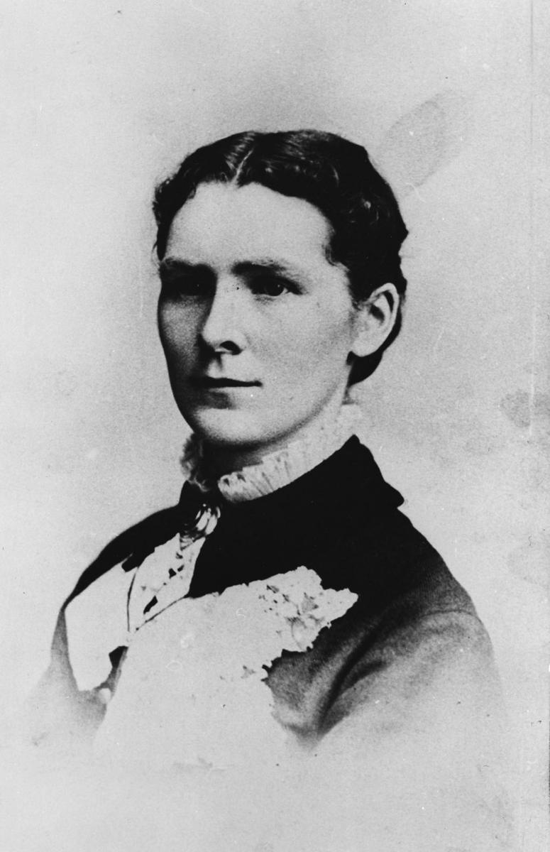 Brystbilde av Berthe Johansdtr. Carlsen f. Baarlid (1856-1884)
