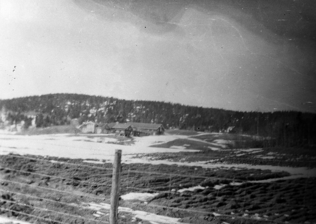 Haneborg gård sett fra jernbanen.