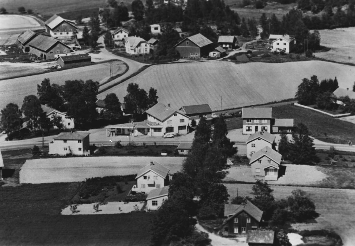 Flyfoto av krysset på Borgen, riksvei 2. Tatt fra syd.