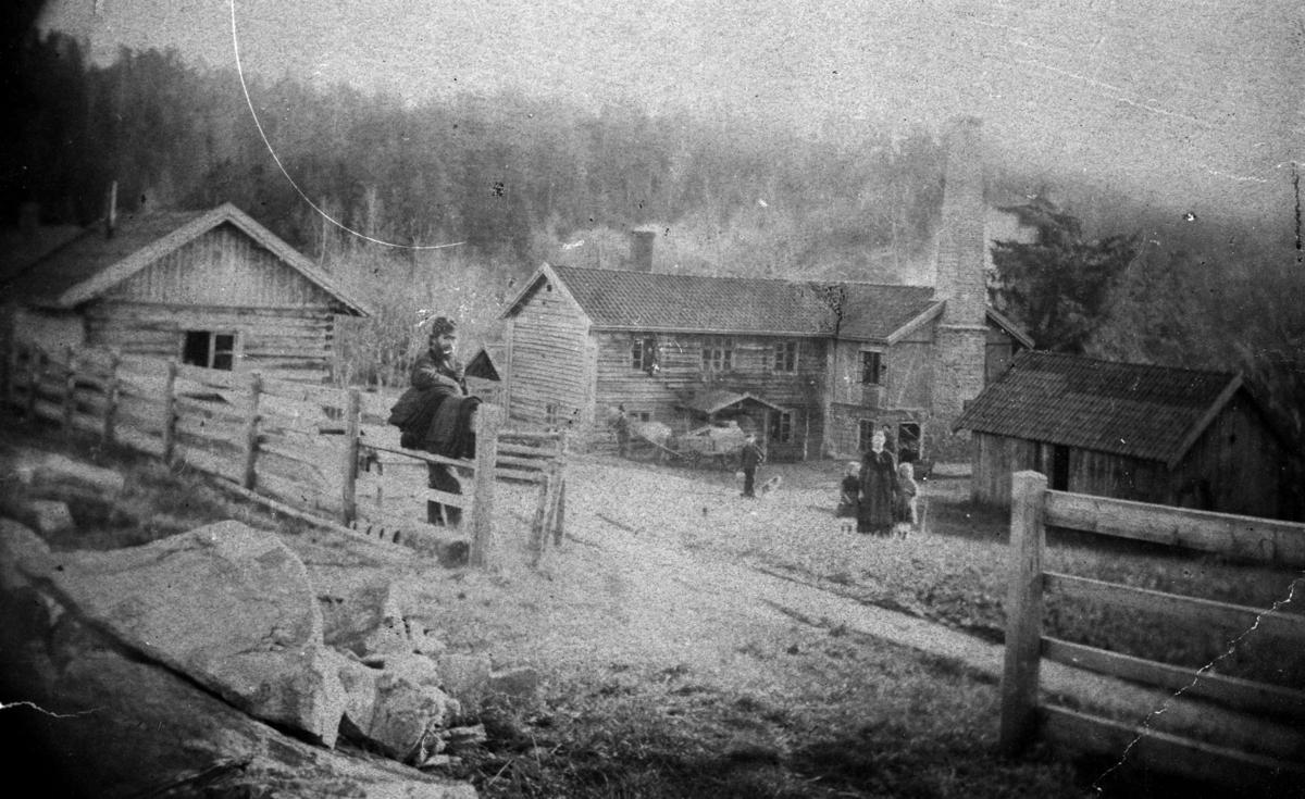 Husene hvor Kværndalen Ullvarefabrikk ble startet.