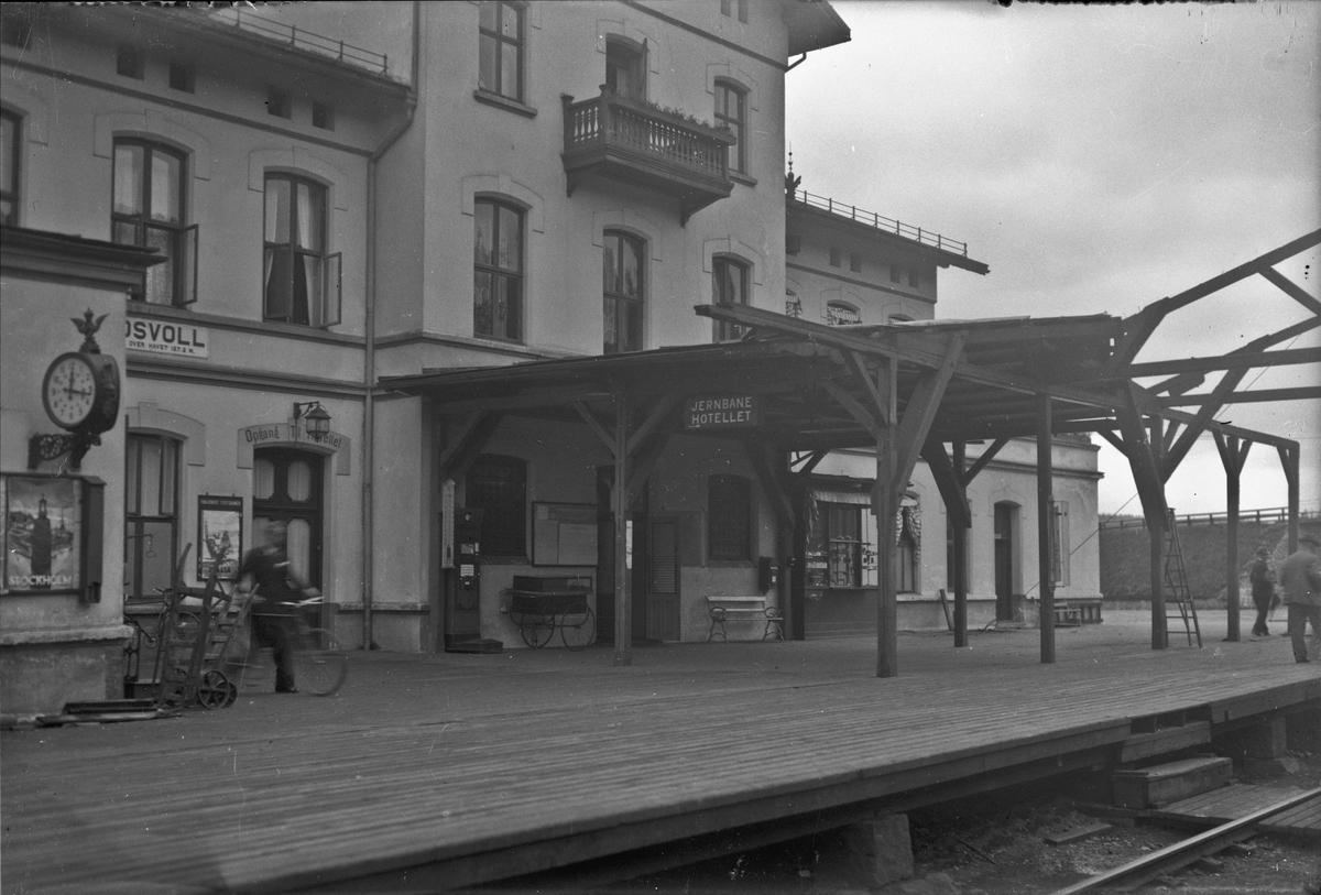 Eidsvoll stasjon og Jernbanehotell.